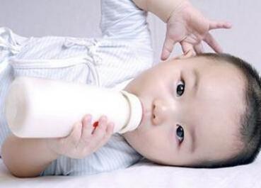 两个月婴儿吐奶怎么办
